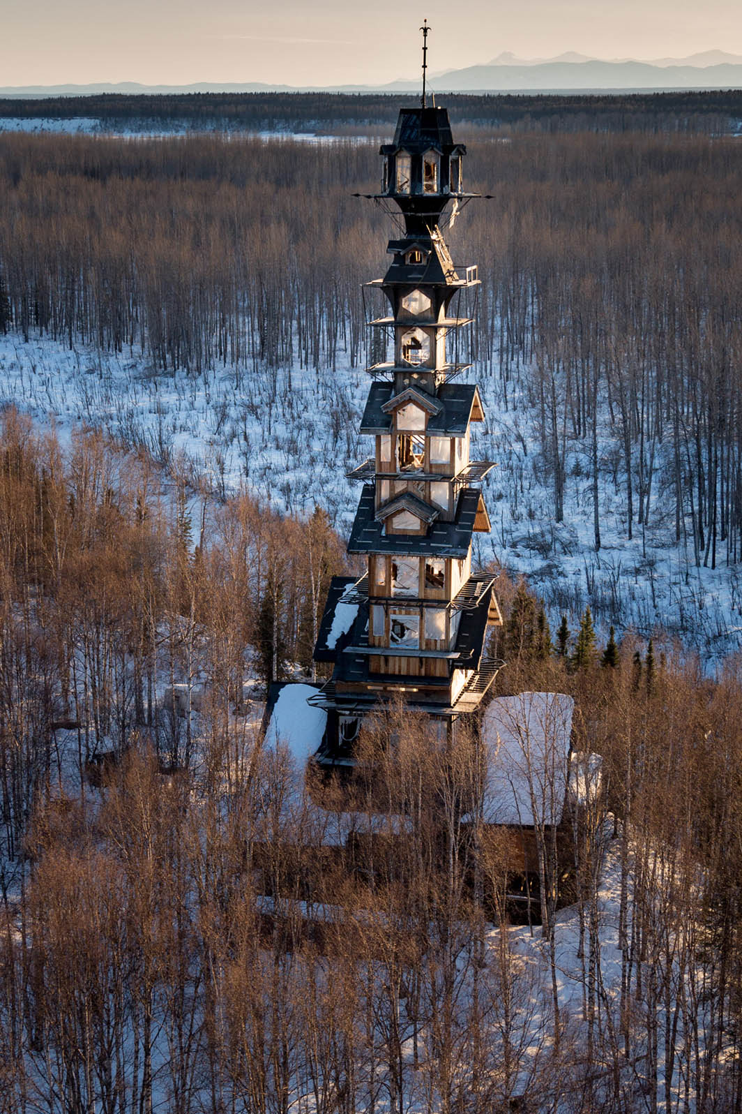 dr seuss log cabin tower house in alaska is massive. Black Bedroom Furniture Sets. Home Design Ideas